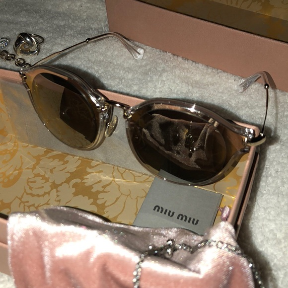 aaa7c30ff0cc NWT GORGEOUS LUXURY WOMENS MIU MIU SUNGLASSES!!